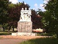 Macea - Statuia voievozilor - Virtual Arad County (c)2002