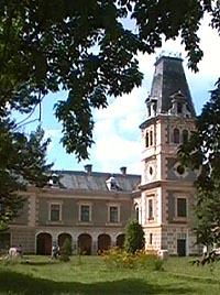 http://www.virtualarad.net/news/2007/castelul_de_la_macea_reprezinta_inca_o_fila_de_istorie.jpg