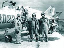Ultima zi a comandorului Orhei in cadrul aviatiei militare; primul din stanga